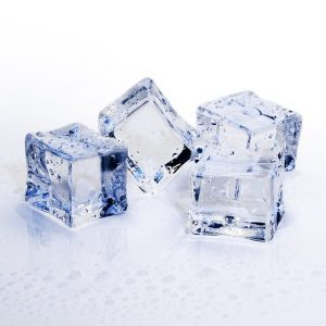Easy science experiments to teach your preschool aged child learn why ice melts.