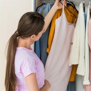 Easy ideas for cleaning out and organizing your clothes closet.